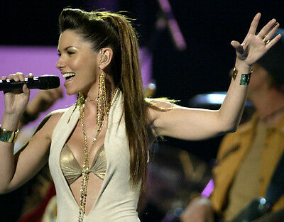 Shania Twain UNSIGNED photo - F676 - SEXY!!!!!