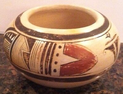"Nellie Nampeyo Signed Vintage Antique Hopi Pottery bowl 5-1/4"" W x 3"" T"