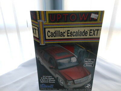 Revell Uptown Cadillac Escalade Ext Model Kit