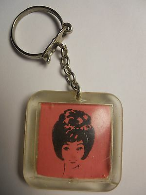VINTAGE 60s HAIR SALON de COIFFURE QUEEN PLASTIC KEYCHAIN from MOROCCO VERY RARE