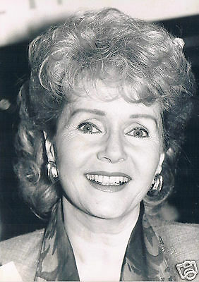 Debbie Reynolds Actress  Press Pjotograph 1989 and Hand Signed card 4 x 2 inches