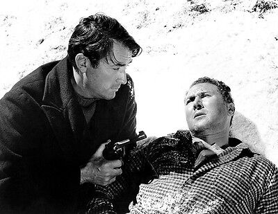 Gregory Peck and Anthony Quayle UNSIGNED photo - H365 - The Guns of Navarone