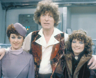 NEW IMAGE!!! Doctor Who M7218 Sarah Sutton UNSIGNED photograph