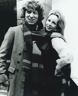 Tom Baker and Lalla Ward UNSIGNED photo - H127 - Doctor Who
