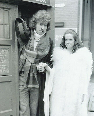 Tom Baker and Mary Tamm UNSIGNED photo - H121 - Doctor Who