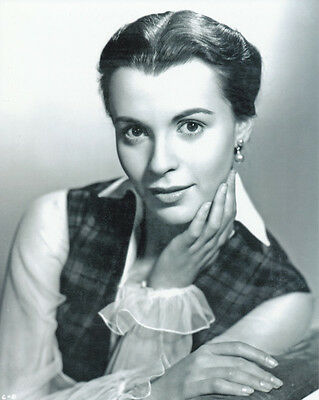 Claire Bloom UNSIGNED photo - H169 - GORGEOUS!!!!