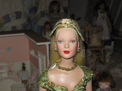 Tonner Tyler Signature Blonde -  PLUS Outfit - BEAUTIFUL
