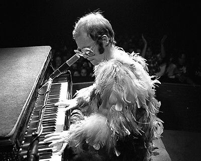 Elton John UNSIGNED photo -G751- English singer-songwriter, musician & composer