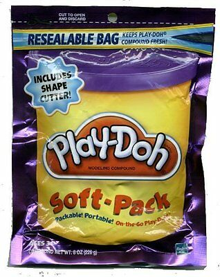 Play-Doh Soft Pack and 1 Shape Cutter - Purple