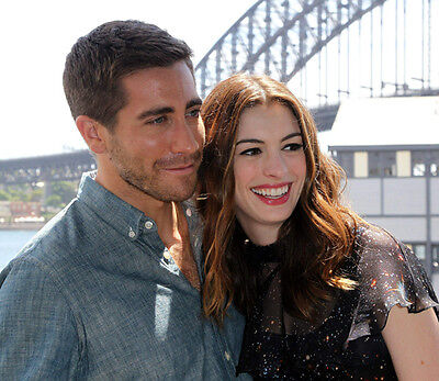 Anne Hathaway & Jake Gyllenhaal UNSIGNED photo - G1175 - Love & Other Drugs
