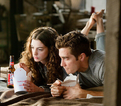 Anne Hathaway & Jake Gyllenhaal UNSIGNED photo - G1176 - Love & Other Drugs
