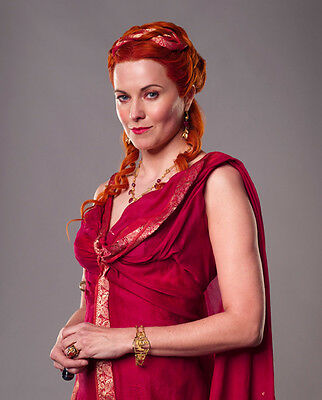 Lucy Lawless UNSIGNED photo - G1208 - Spartacus