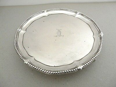 A PRETTY LITTLE GEORGIAN SALVER / CARD TRAY WITH CREST c.1816
