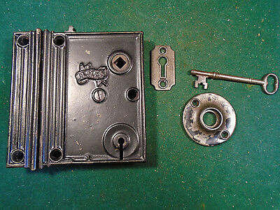 VINTAGE READING HARDWARE R.H.C. RIM LOCK w/KEY KEEPER & BOTH ESCUTCHEONS (5323J)