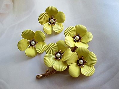 1960`s Vintage SARAH COVENTRY sign. Demi Parure Brosche Ohrclips Emaille