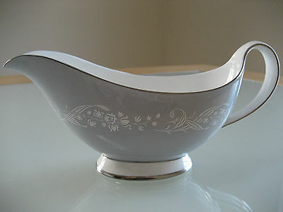 """Vintage Royal Doulton """" Valleyfield"""" Gravy / Sauce Boat Dish H4911"""