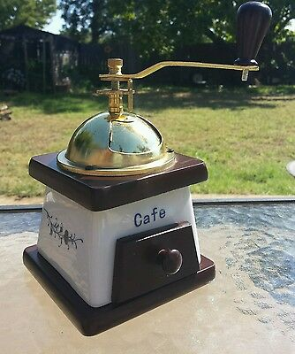 Cafe Small Manual Hand Crank Coffee Bean / Spices & Herb Grinder or Coffee Mill