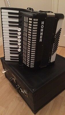 Hohner student accordion 72 Bass