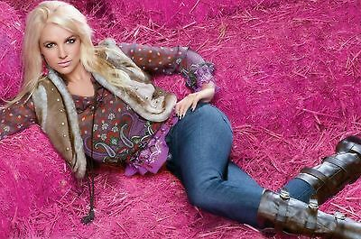 Britney Spears Unsigned 8x12 Photo (123)