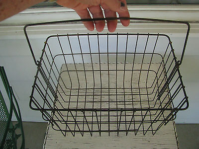 VTG SHABBY METAL WIRE GARDEN GATHERING DISPLAY BASKET w/DROP BAIL HNDL COUNTRY