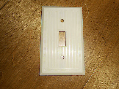 Vntg Single Switch Plate Cover Ivory Bakelite Plastic Ribbed  NOS