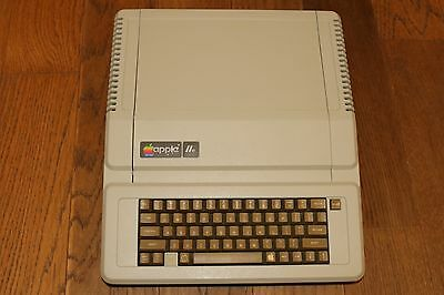 Apple IIe Enhanced - A2M0003 Disk Drive, Expansion Cards, Software and Manuals