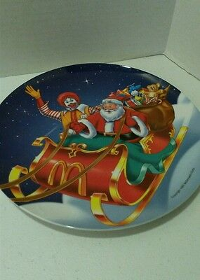 McDonald's Collector Dinner Plate Santa Holiday plate 1997