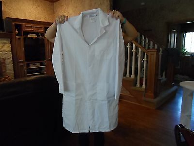 Fashion Seal Healthcare Superior Uniform Group White Lab Coat Size small
