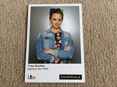 Amy Walsh As Tracy Shankley Itv Emmerdale Unsigned Card - Mint Condition