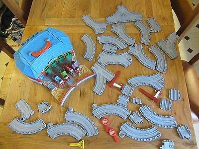 Thomas Take N Play Tidmouth Sheds With 4 Trains And 29 Pieces Of Track