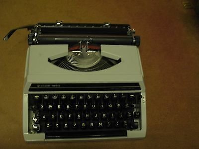Vintage silver reed  Portable Typewriter and Carry Case Retro needs attention