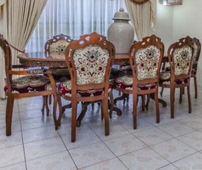 Antique Extendable Table With 8 Chairs