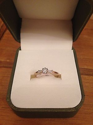 ladies 9ct gold ring brand new with tags size M