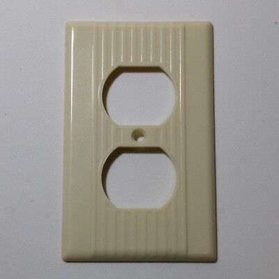 LEVITON Single outlet plate Vintage NOS mid century ribbed lines IVORY bakelite • CAD $13.85