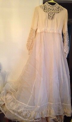 Classic Vintage 1970s Wedding Gown Ivory Off White Lace Balloon Sleeves Size SM