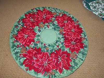 Handmade Quilted Round Christmas Table Center Mat Dolly Holly,berries Poinsettia