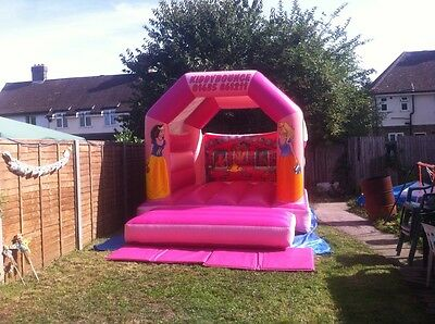 2008 BeeTee 11x15 Princess Bouncy Castle, with PIPA and blower