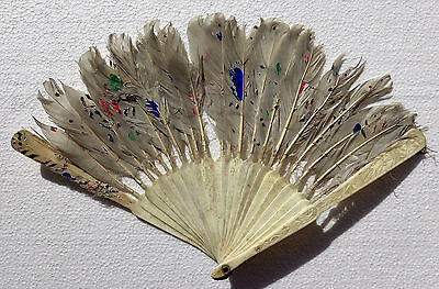 CINA (China): Old Chinese fan made with carved caw bone and feathers