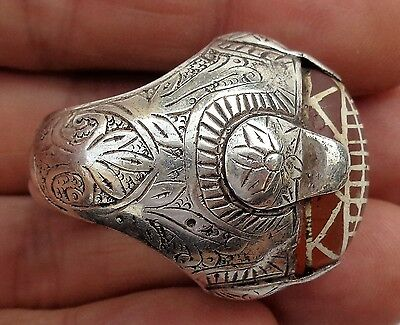 Very fine and old Afghan (?) silver ring with etched Carnelian bead