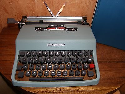 Olivetti Lettera 32 Portable Typewriter with case, excellent condition.
