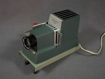 VINTAGE SLIDE PROJECTOR-ARGUS 300-w/Case home picture photo viewing