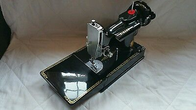 Singer 221k feather-weight sewing machine .