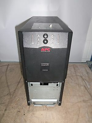 APC SUA3000I 3000VA UPS Battery Backup 8 x IEC13 RS232 - NO BATTS - Working !!