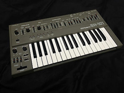 Roland SH-101 Monophonic Synthesizer. Near-Mint Condition