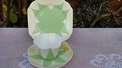 Shelley Rd272101 Apple green with white & cream flower handle Trio no.1