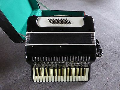 Piano accordian 32 bass