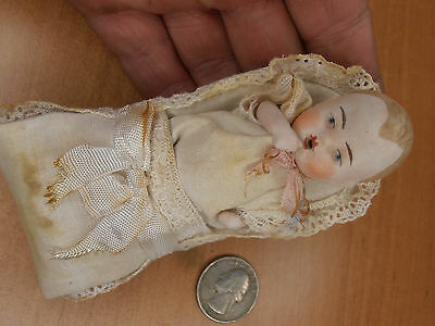 Antique baby Dolls in bed Germany mini dollhouse   Limbach 1920-