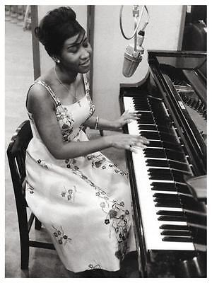 Aretha Franklin POSTER - Amazing Image @ Piano - The QUEEN of Soul - B&W Print