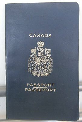 OLD CANADA CANCELLED COLLECTIBLE  Passport 1983
