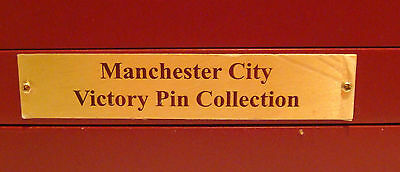 MANCHESTER CITY FC FULL SET OF 24 Badges cards and case Maker Danbury Mint